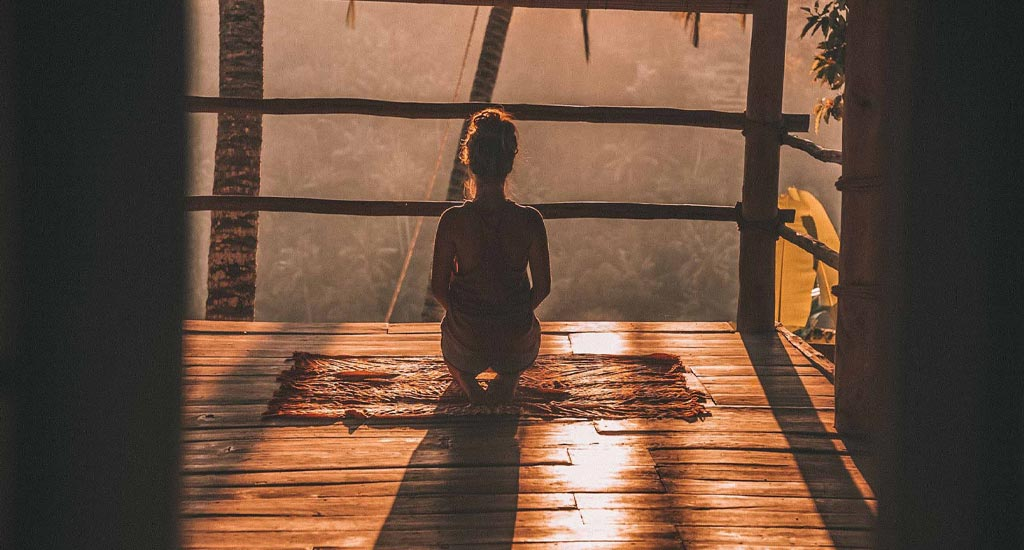 Mulher a meditar